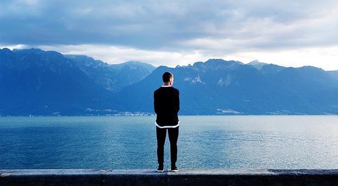être tout seul